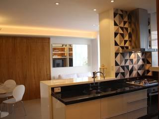 Moderne Küchen von Viviane Cunha Arquitectura Modern