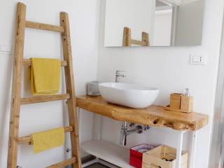Baños de estilo moderno de Aulaquattro Moderno