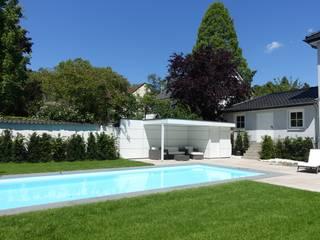 Poolhaus Pooltechnik mit Loungebereich von Gartenhauptdarsteller Modern