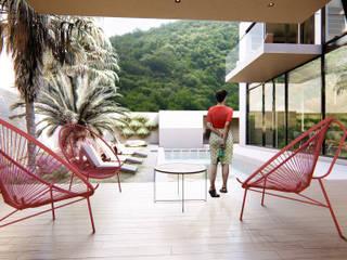 RESIDENCIA CAROLCO: Albercas de jardín de estilo  por Espacio Arquitectura, Minimalista