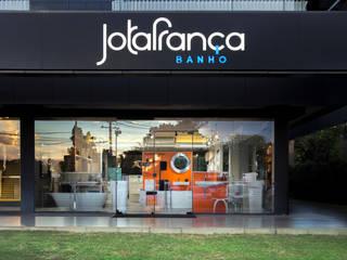 Loja em Brasília : Lojas e imóveis comerciais  por Outline Arquitetura,Moderno
