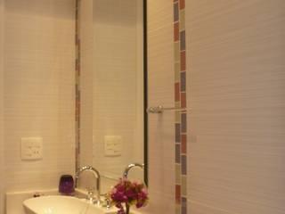 Modern bathroom by Ana Laura Wolcov - ARTE WOLCOV Modern