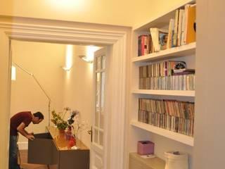 Appartamento RM12 Pareti & Pavimenti in stile classico di GDAdesign Classico