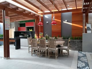 Terraza en casa en La Molina de Oniria Arquitectura Ecléctico