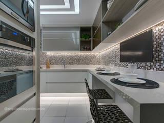Cozinha: Cozinhas  por Arquiteta Raquel de Castro,Moderno
