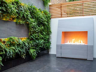 Living Wall Courtyard Garden by MyLandscapes Garden Design Мінімалістичний