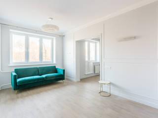 Salon de style  par Ремонт и дизайн квартир с ICON, Classique