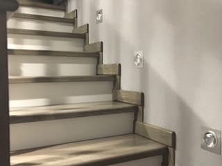 TOPOS Stairs Wood White