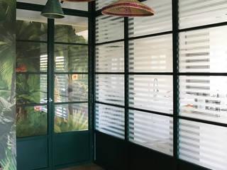 Casa Varese II Kazuyo Komoda (Design Studio) Ingresso, Corridoio & Scale in stile moderno