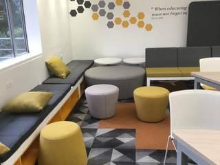 Mobiliario corporativo:  de estilo industrial por Moss arquitectura y mobiliario SAS, Industrial