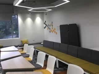 Mobiliario corporativo: Habitaciones juveniles de estilo  por Moss arquitectura y mobiliario SAS, Industrial
