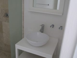 MADAN Arquitectos Minimalist style bathroom Wood White