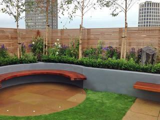 Roof terrace design Balcon, Veranda & Terrasse modernes par Jonathan Mark Garden Design Moderne
