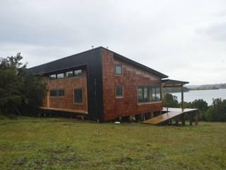Club House Chiloé: Casas de madera de estilo  por Jose Fontecilla Figueroa, Rural