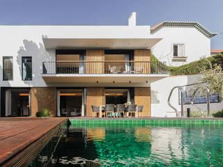 Cascais House 25 por Novostudio Arquitectos Moderno