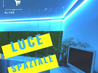 """Loft con illuminazione """"spaziale"""" a Milano. Cornice EL706 Camera da letto moderna di Eleni Lighting Moderno"""