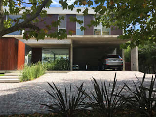 Casa en Santa Barbara Casas modernas: Ideas, imágenes y decoración de Crespi + Ruiz Arqs Moderno
