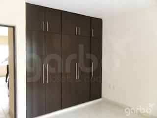 Classic style dressing room by Garbo Classic