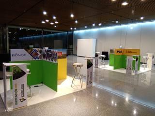 Centros de exposições modernos por Faerman Stands y Asoc S.R.L. - Arquitectos - Rosario Moderno