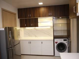 DLF Newtown Heights Kolkata - Kitchen:  Kitchen by Kphomes,Modern
