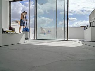 Komplette Renovierung einer Dachgeschosswohnung in El Terreno, Palma de Mallorca ENVIVIR INTERIORISMO Y REFORMAS S.L. Moderne Wohnzimmer