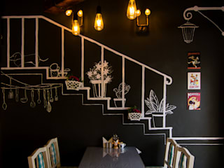 Just my bakes cafe- 1 Colonial style corridor, hallway& stairs by Studio Kaarigars Colonial