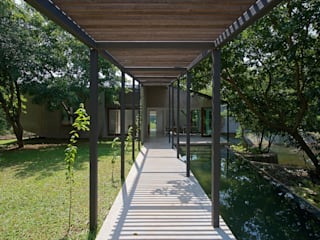 House on a Stream by Architecture BRIO Tropical