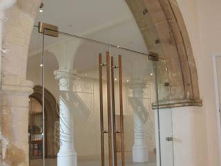 Escuelas de estilo  por Ion Glass , Minimalista