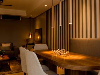 Salas de jantar modernas por ZOMA Arquitetura Moderno