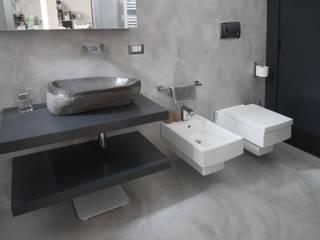 un bagno grigio Bagno moderno di studio di progettazione architetto caterina martini Moderno