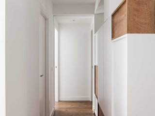 estudio551 Modern Corridor, Hallway and Staircase