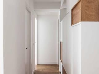 estudio551 Nowoczesny korytarz, przedpokój i schody