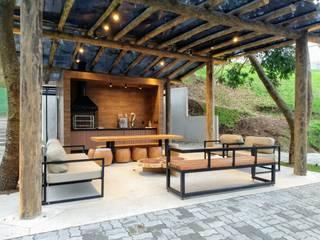 Hiên, sân thượng theo Jacqueline Fumagalli Arquitetura & Design, Đồng quê