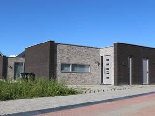 patiobungalow // Zeewolde van Studio FLORIS Modern