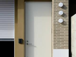 Scandinavian style corridor, hallway& stairs by 風景のある家.LLC Scandinavian