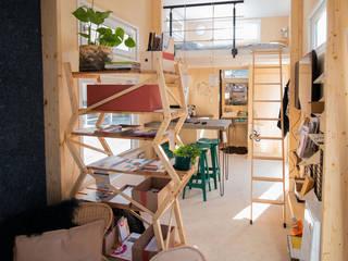 Een duurzaam ingericht tiny house.:  Keuken door interior for tomorrow, Scandinavisch