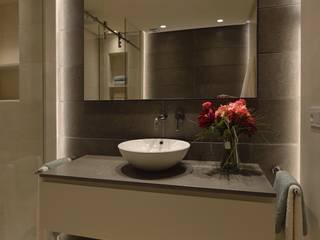 Minimalist style bathroom by Desarrollo y Estudio Ardeco s.l. Minimalist