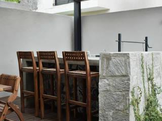 Arco de piedra Balcones y terrazas de estilo moderno de Martina arquitectura Moderno