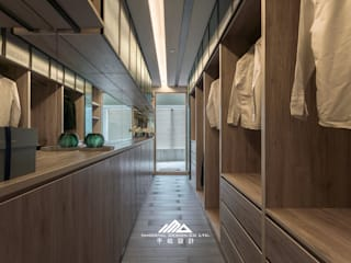 Dressing minimaliste par ISQ 質の木系統家具 Minimaliste