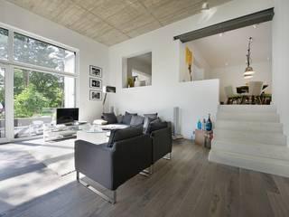Einfamilien Loft:  Wohnzimmer von seyfarth stahlhut architekten bda Part GmbB,Modern