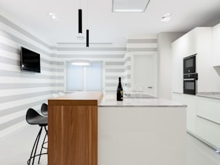 DIADE Gestión de obras y Proyectos Built-in kitchens White