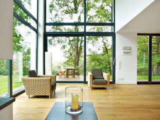Landhaus mit Galerie:  Wohnzimmer von seyfarth stahlhut architekten bda Part GmbB,Modern