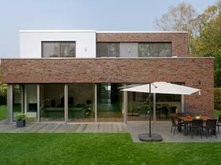 Modernes Landhaus:  Garten von seyfarth stahlhut architekten bda Part GmbB,Modern
