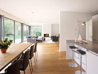 Modernes Landhaus:  Esszimmer von seyfarth stahlhut architekten bda Part GmbB,Modern