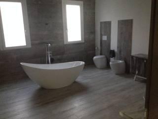 Casas de banho modernas por Dedalo Ceramiche Srl Moderno