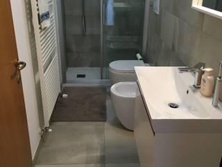 Baños de estilo moderno de Dedalo Ceramiche Srl Moderno