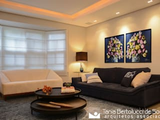 Livings modernos: Ideas, imágenes y decoración de Tania Bertolucci de Souza | Arquitetos Associados Moderno