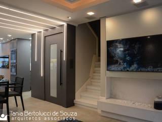 Tania Bertolucci de Souza | Arquitetos Associados 모던스타일 거실