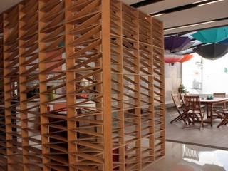 emARTquitectura Arte y Diseño クラシックデザインの 書斎 木 ブラウン