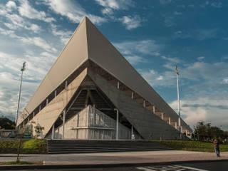 DIAMANTE DE SOFTBALL SIMÓN CARBONELL TOWSEND Gimnasios de estilo moderno de Cadavid Arquitectos Moderno